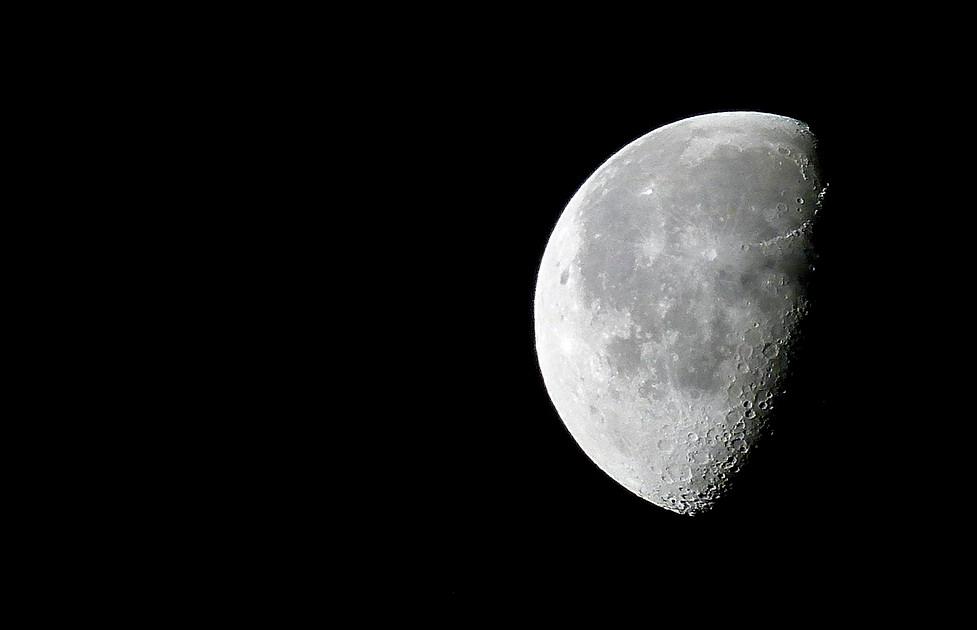Lune avec FZ100 100901093716202796675527