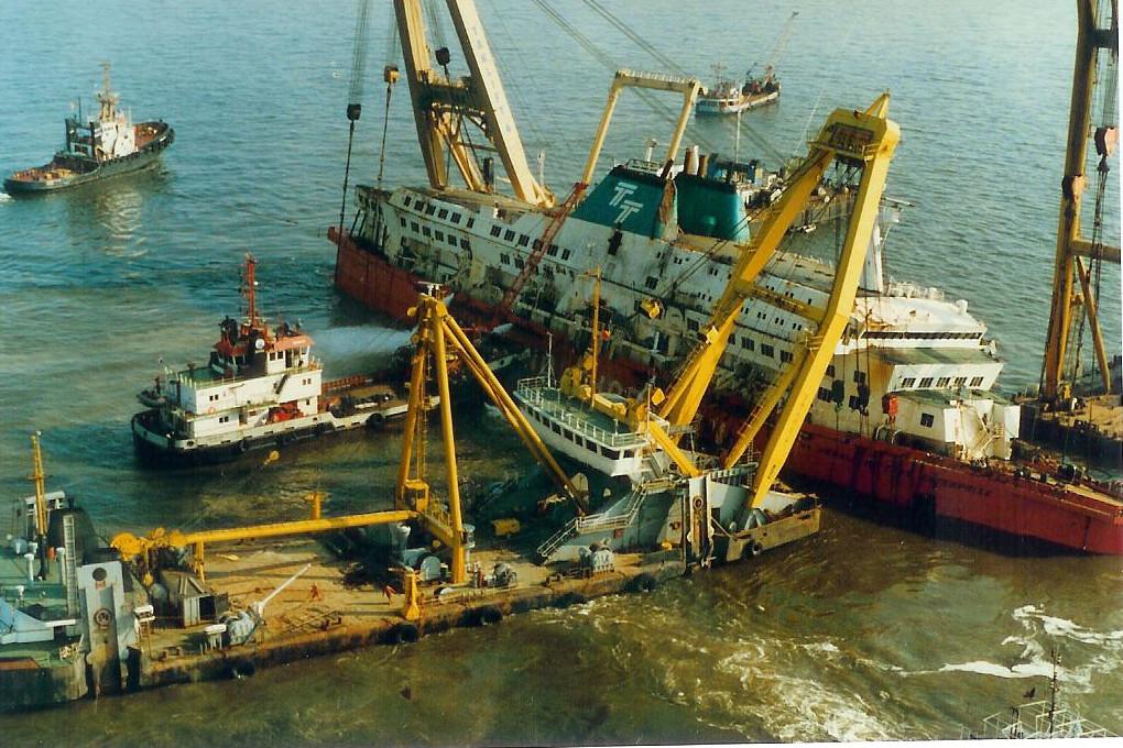 Le drame du Herald of Free Enterprise - Zeebrugge 6/03/1987 - Page 2 1010171114411050246936823