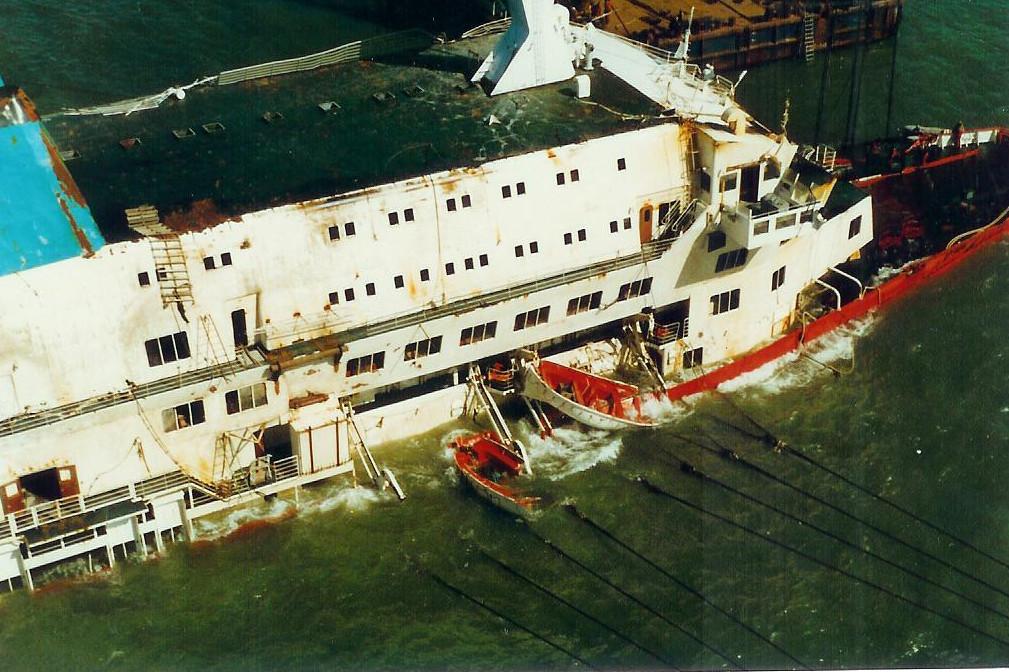 Le drame du Herald of Free Enterprise - Zeebrugge 6/03/1987 - Page 2 1010171114421050246936828
